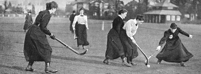 old-women-playing-hockey_2